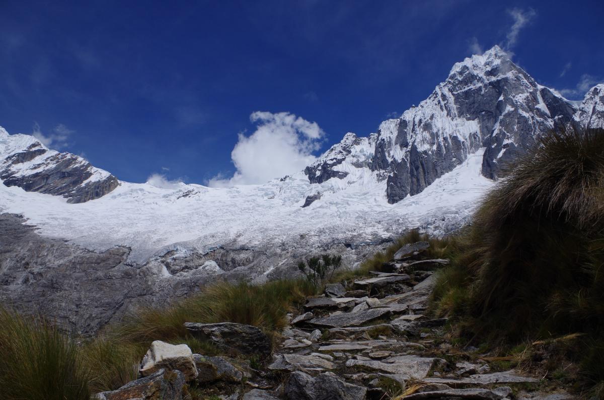 【トレッキング】ワラス/ペルー・ペルーで最も素晴らしいと言われるサンタクルス谷トレッキングでアンデスを体験
