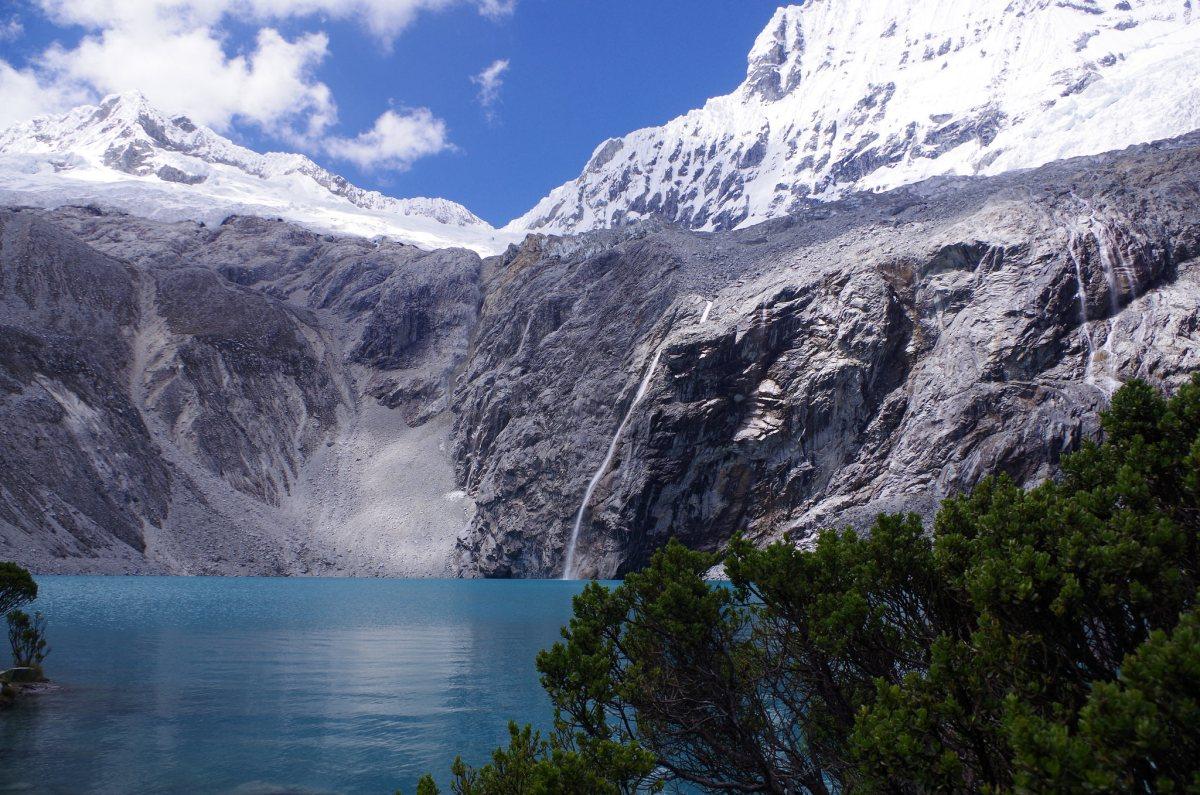 【トレッキング】ワラス/ペルー・トレッカー必見!南米で一番美しい日帰りトレッキングコース・美しいコバルトブルーの池、ラグーナ69は必見!