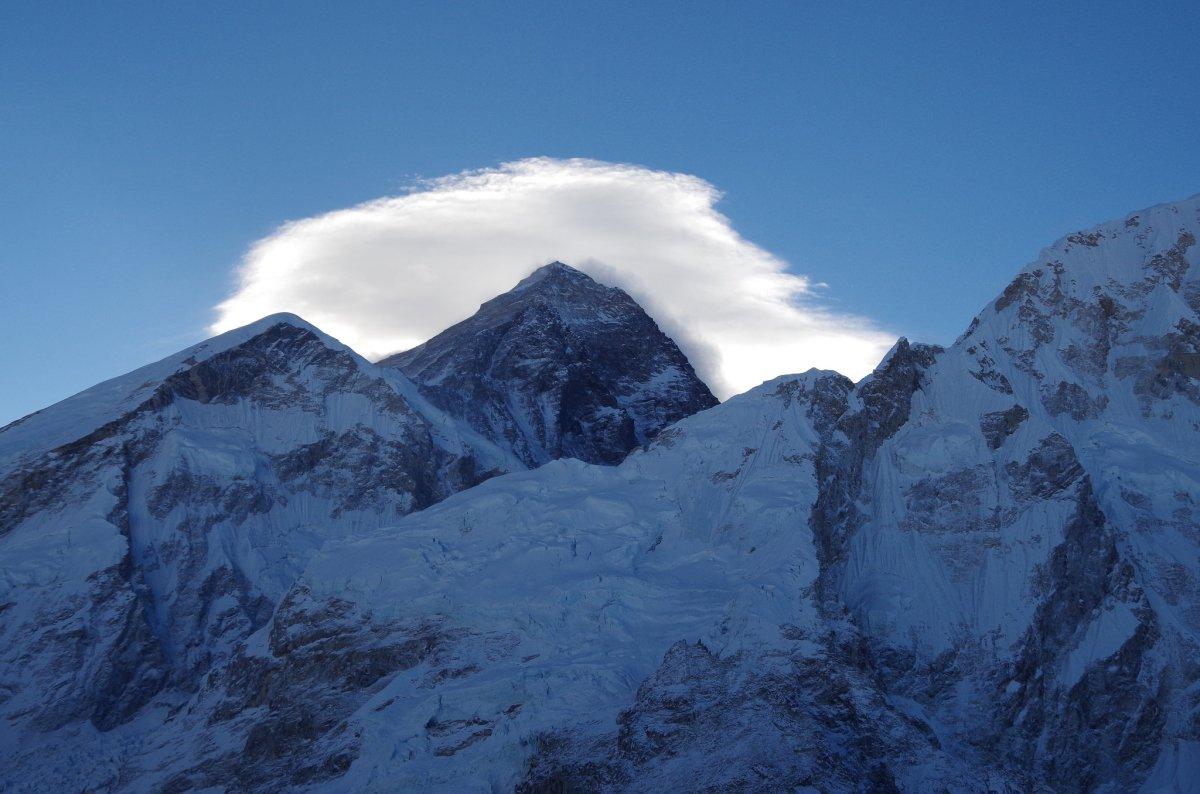 【ニュース】エベレスト登山に新たなレギュレーションが決定・単独行の禁止、75歳以上の登山禁止など